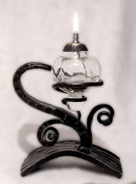 Atelier Hlavina: Kovaná olejová lampa 02 - Miloš Gnida