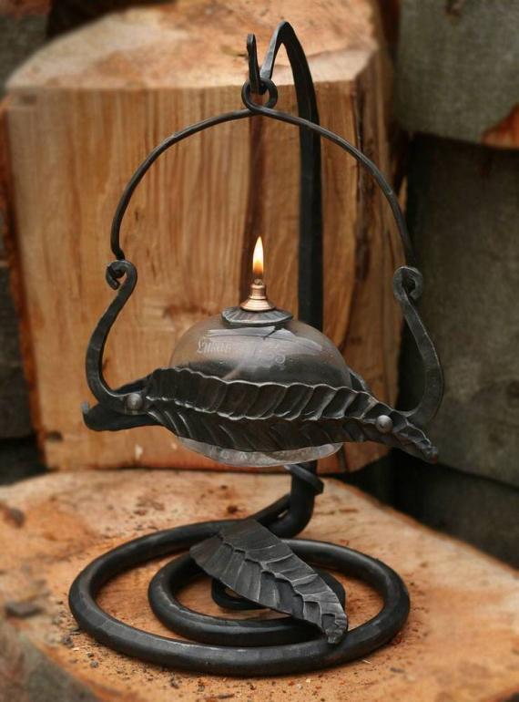 Atelier Hlavina: Kovaná olejová lampa 03 - Miloš Gnida
